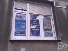 Brendiranje izloga Perforirana folija Firma: Helios travel - Lokacija: Beograd