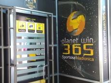 Brendiranje izloga, PVC folija - Firma: Planet Win 365 - Lokacija: Beograd