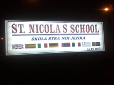 Svetleća reklama - Firma: St Nikolas School - Lokacija: Beograd